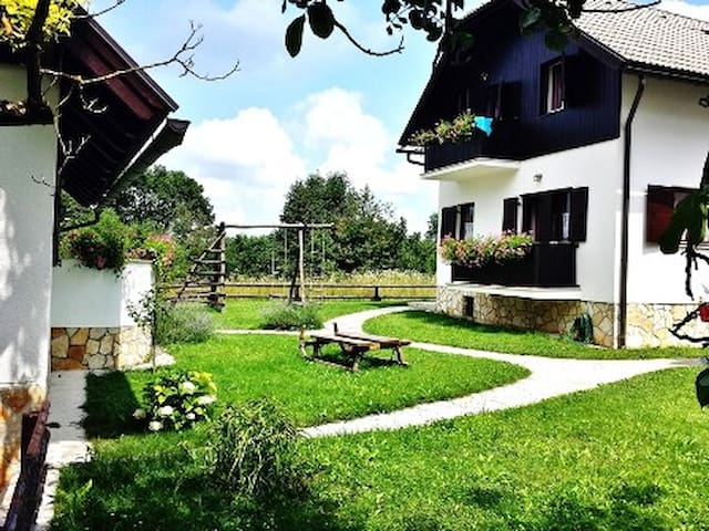 Etno Garden Apartment Family (3) - Plitvica Selo - Apartment