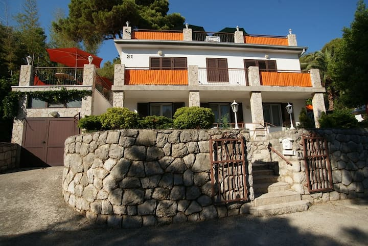 Apt for 2 pers with WLAN in Mali Lošinj R55966