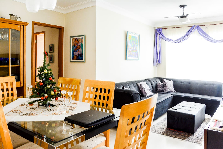 Sala de estar e jantar disponiveis para hóspede