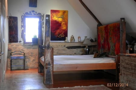 70 sqm arty converted medieval barn - Villac