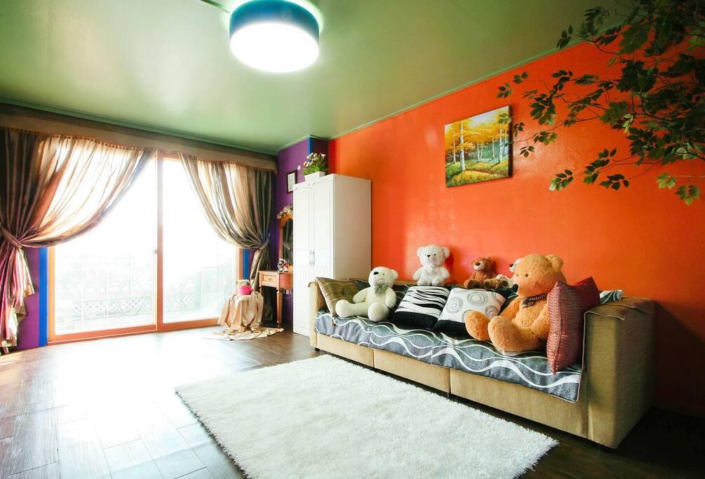 1층 4~7인(침대방1+거실) 레베카룸