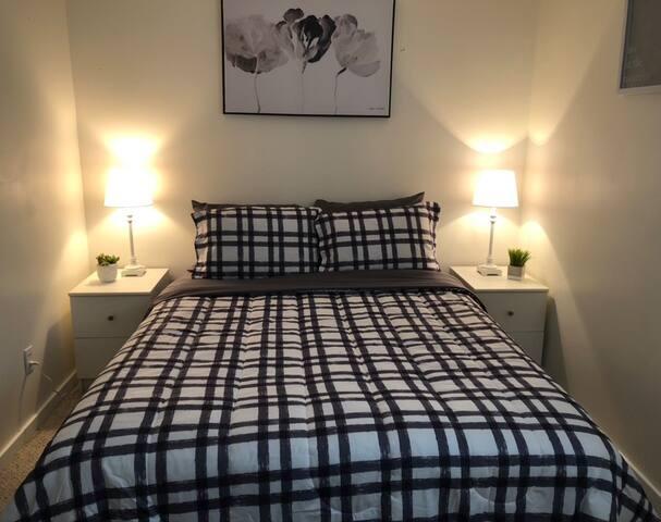 Beautiful quiet 1 bedroom semi-private room