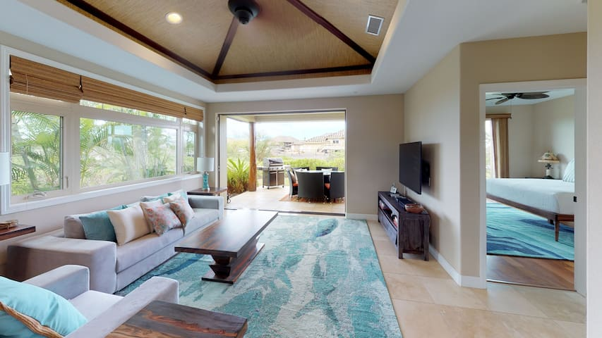 Living room with large HD TV (NETFLIX & AppleTV included) opens onto lanai with Private Weber BBQ Grill and lots of seating