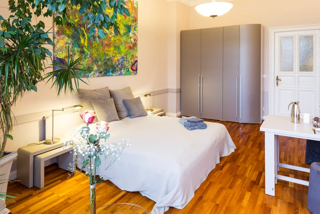 komfortabel wohnen und arbeiten wohnungen zur miete in berlin berlin deutschland. Black Bedroom Furniture Sets. Home Design Ideas
