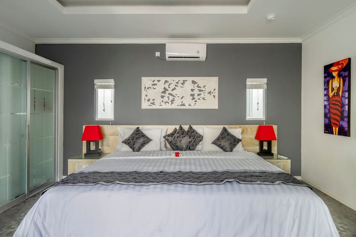 king size beds with ceiling fans and air con