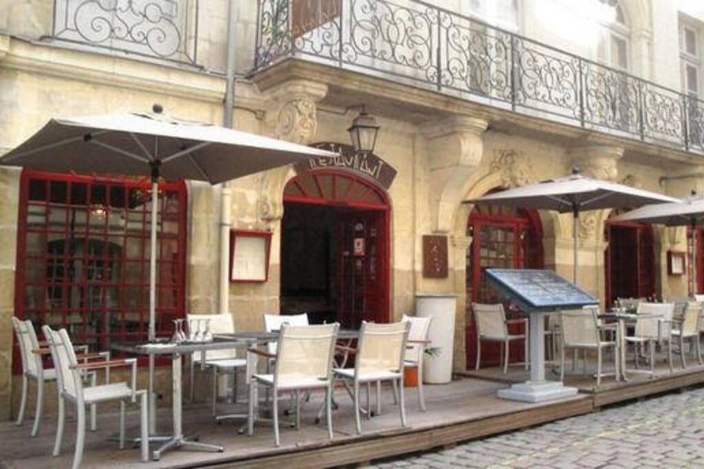 A Cantina, restaurant gardant le charme de l'ancien situé juste en face de l'appartement