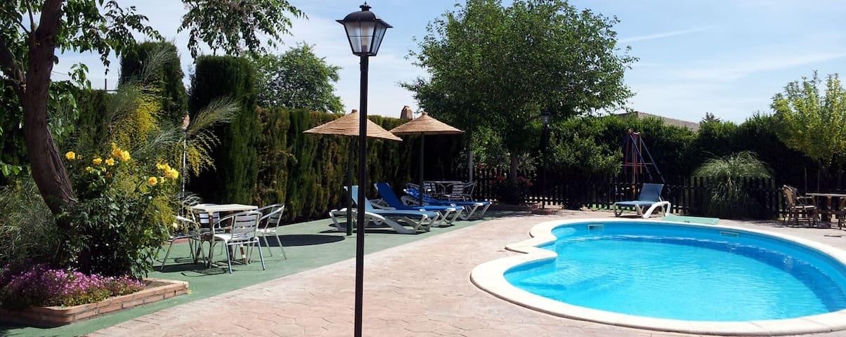 Casa rural con piscina y barbacoa en Ciudad Real