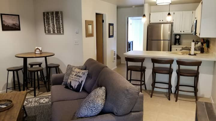 2bd/2ba Newly Furnished Mountain Escape