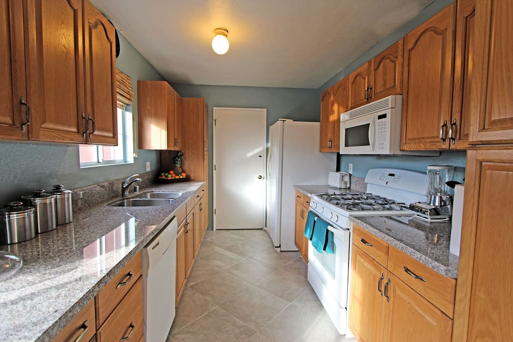 Kitchen. Granite countertops
