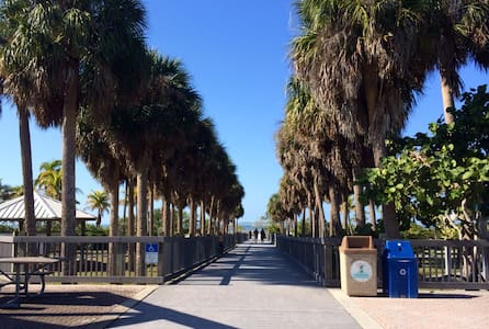 Beach, Baseball, and Relaxation - Fort Myers - Hus