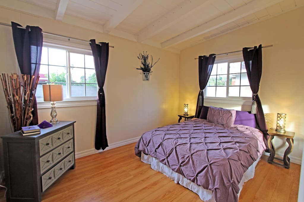 Purple Room with Queen bed
