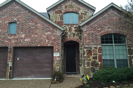 Private bedroom and in large house - Little Elm