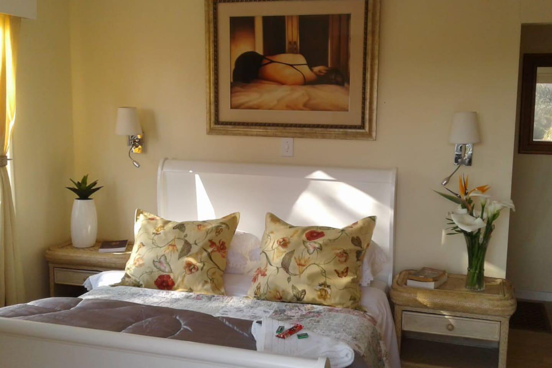 Elegantly decorated room.