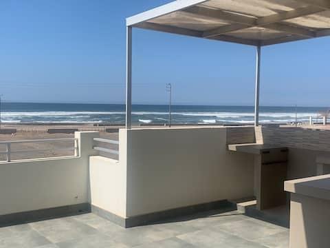 Casa de playa, grande y privada frente al mar