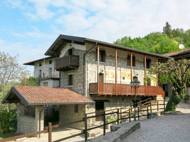Casa degli Affreschi (NAT300)