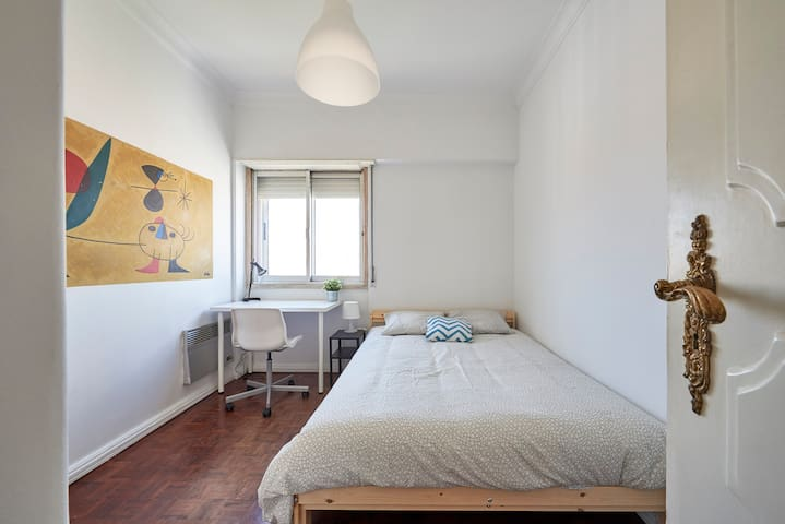 72★Bright& Modern Room with a View★Heart of Lisbon