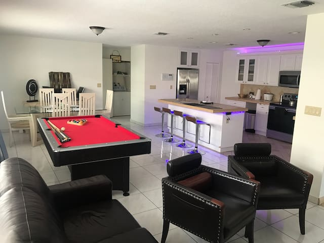 BIG ROOM WELCOME FAMILY OR FRIENDS - Miami - Huis