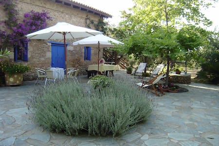 Mercouri Olive Groves Cottage - Korakochori - 度假屋
