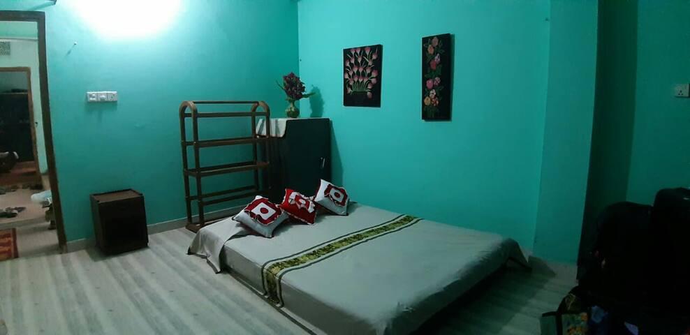 Cosy bed and bath in Cox's Bazar.
