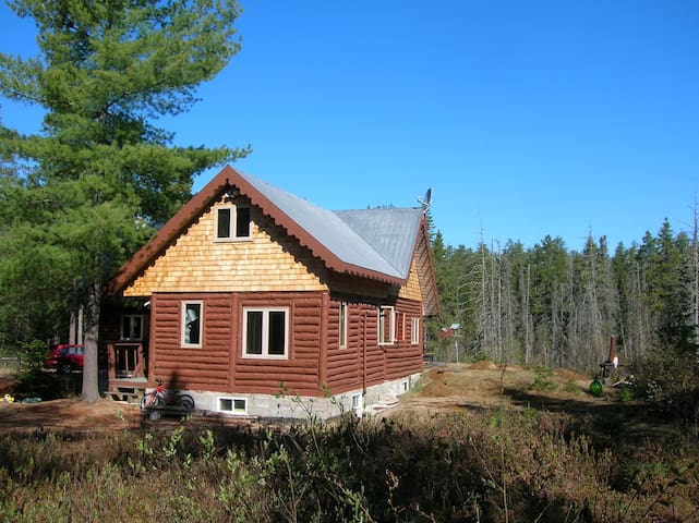 traditional chalet in the forest - Saint-Alexis-des-Monts - Hytte (i sveitsisk stil)