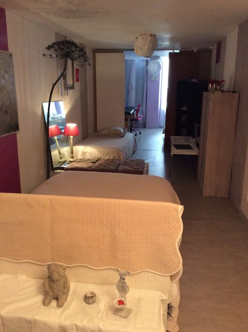 1er étage:1 lit double, 1 lit simple + 1 chambre avec 1 lit simple (possibilité lit tiroir supp pour enfant)