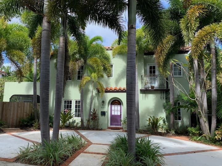 Flamingo Gardens   4bd/3ba   Private PoolandParking