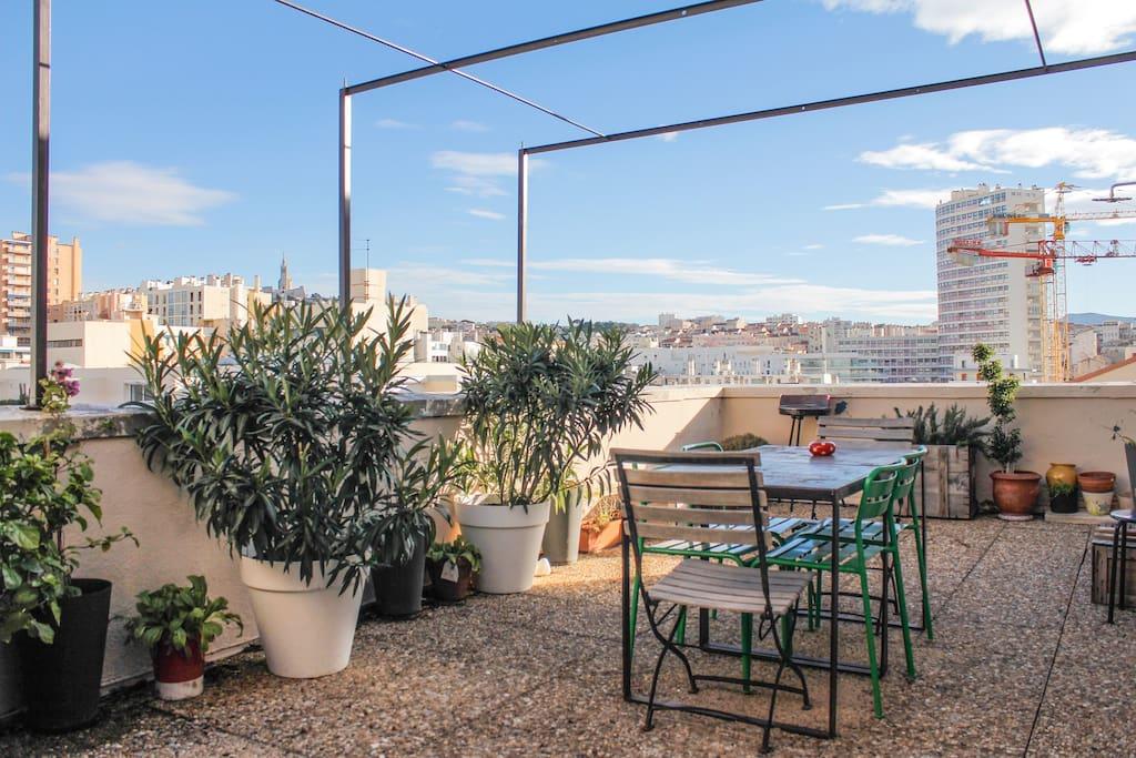 Grand t3 vue mer avec terrasse appartements louer for Appartement marseille avec terrasse