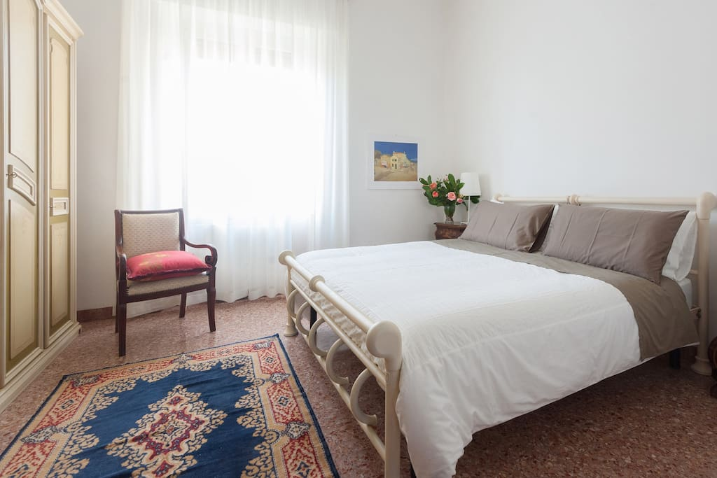 Bedroom 2 (One double bed, air conditioning, TV)