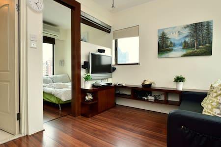SOHO Penthouse Flat w/ BIG ROOF