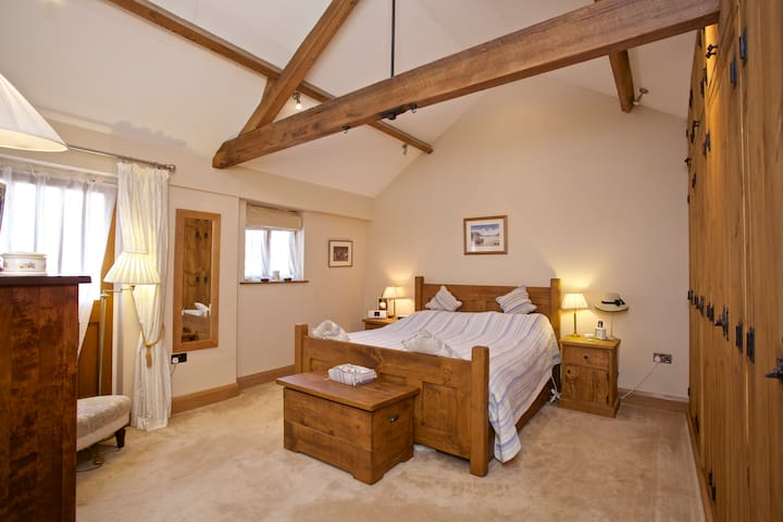 Stunning suite-18thC barn-nrRepton bed/lounge&bath - Milton