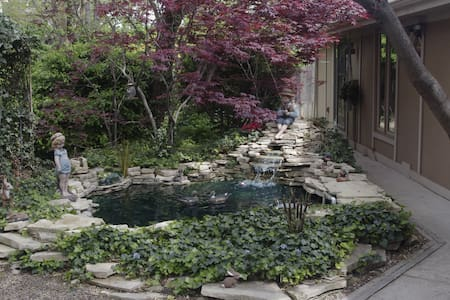 Tranquil separate Guest House in Waterfall Garden