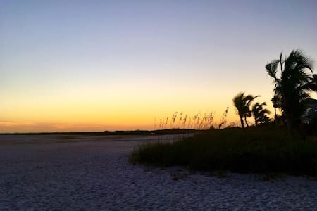 Fort Myers Beach, Secluded Paradise