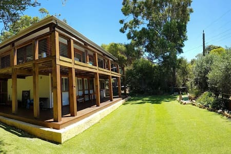 Eagle Bay Holiday Home very close to beach