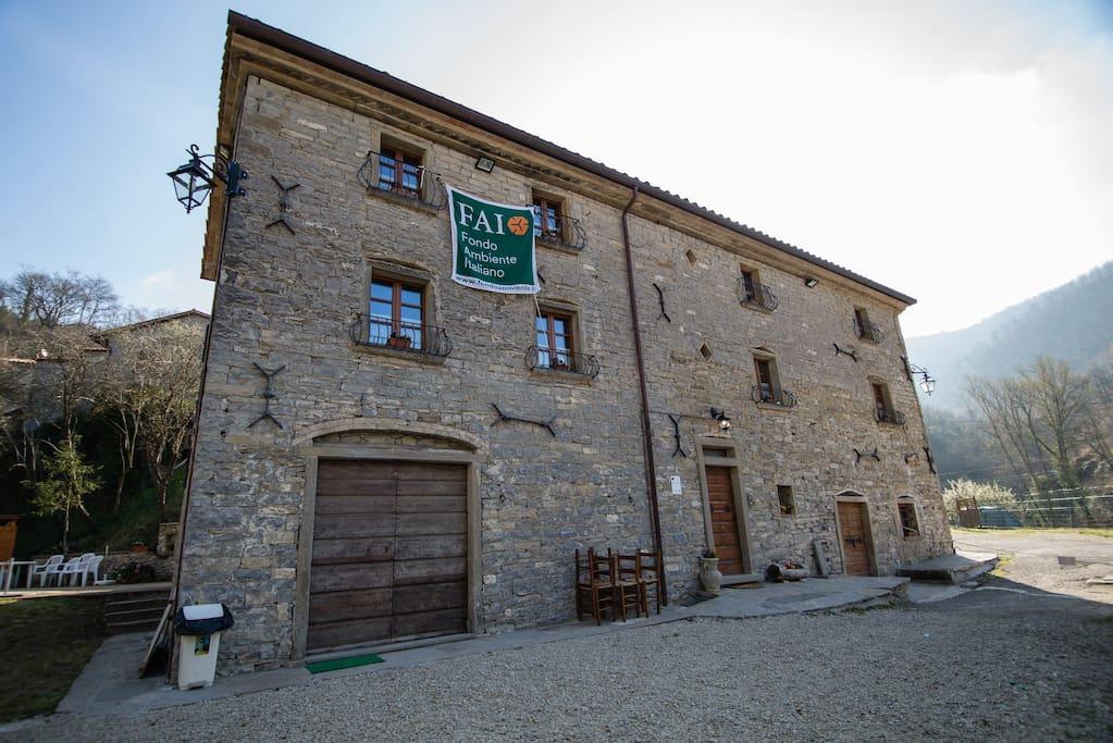 La Facciata del casolare del Mulino Medievale dei Renzetti