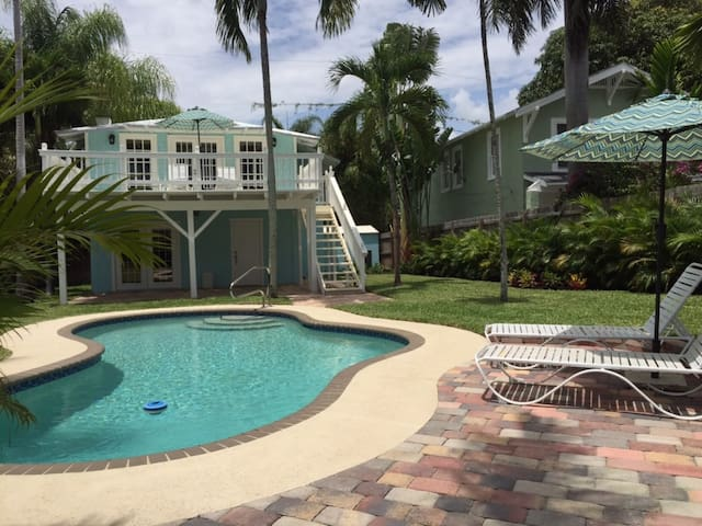 The Blue Pearl   2bd/2ba   Private Pool and Garden