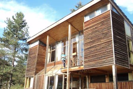 2 chambres dans maison bioclimatique en bois - Saint-Beauzély - Casa