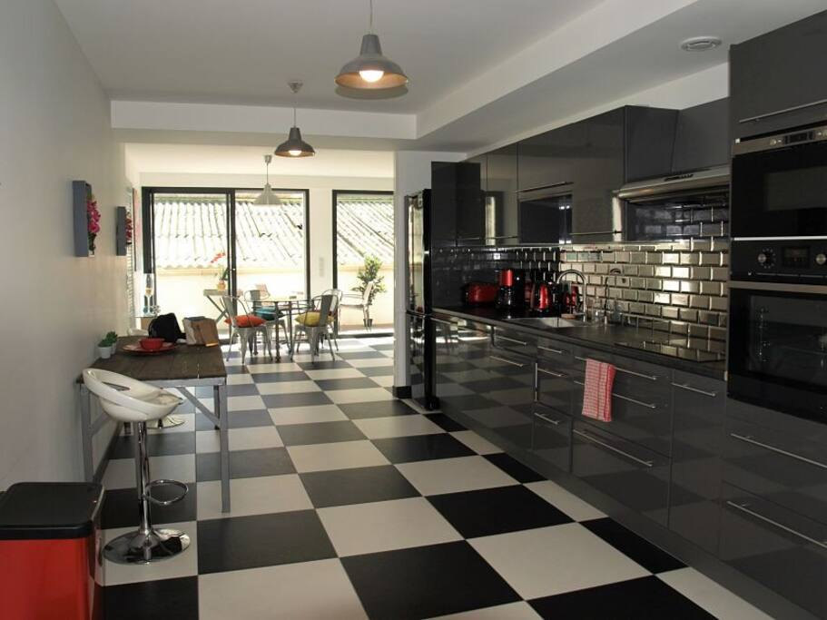 Very spacious kitchen and lounge fully equipped