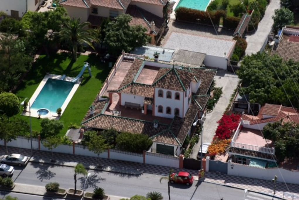 Villa junto al mar en marbella casas en alquiler en san for Hoteles junto al mar