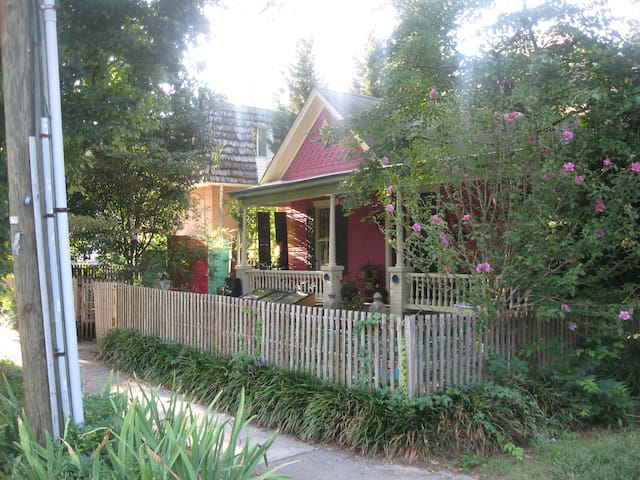 Charming Victorian Cottage - Roanoke - Rumah