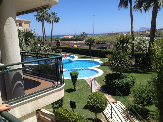 Ideal 3 bed beach apartment overlooking pool - Piles - Byt