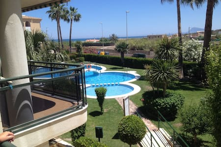 Ideal 3 bed beach apartment overlooking pool - Piles - 公寓