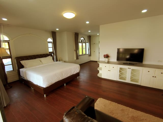 16 Hill Private House in Chiang Mai 4 Bedrooms
