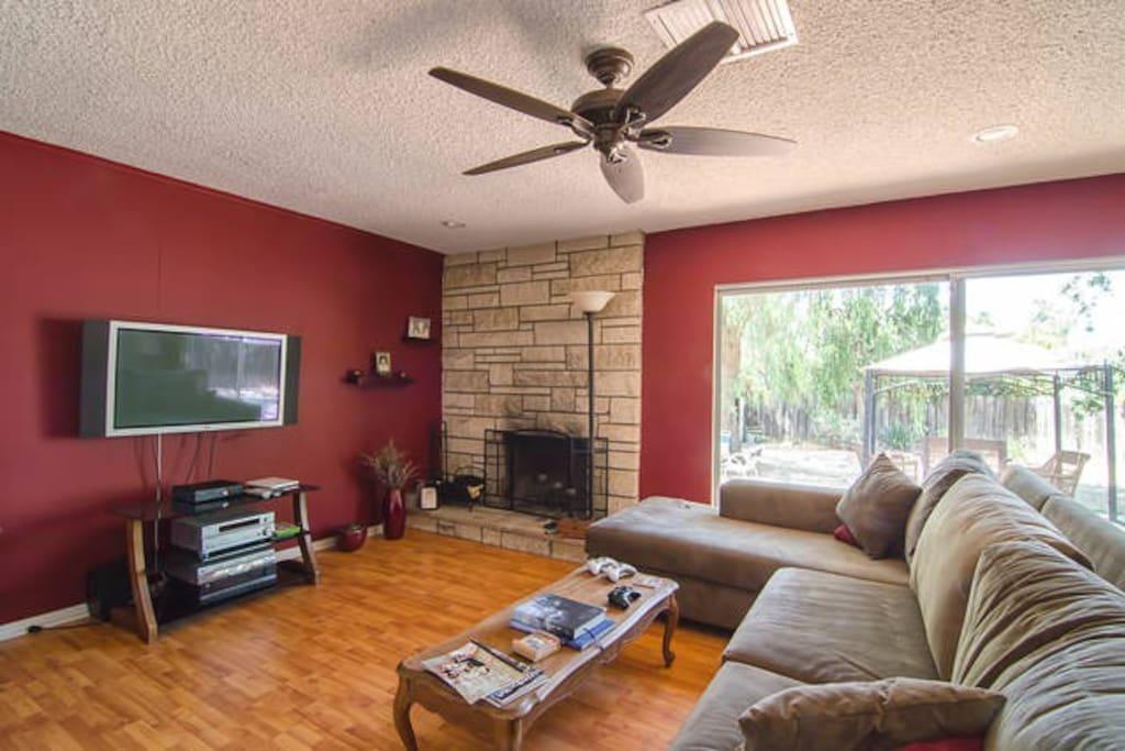Comfy living room with fireplace, large flatscreen TV with streaming free movies.