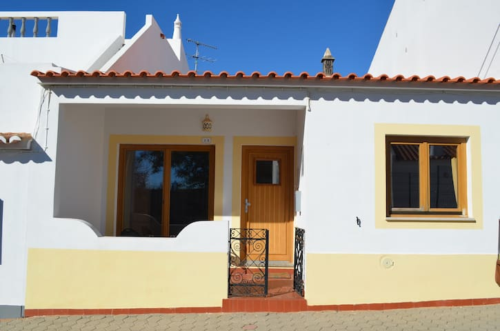 Family house in quiet village 2 km from the beach - Luz - Dom