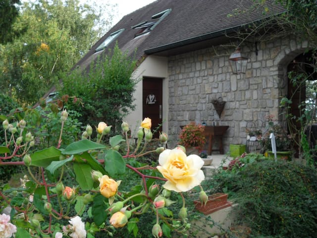 Cottage next Versailles, Golf national, Renault - Magny-les-Hameaux - House