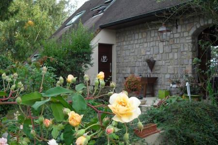 Cottage next Versailles, Golf national, Renault - Magny-les-Hameaux
