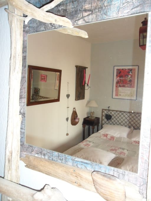 chambre rdc avec terrasse, lit 1.40
