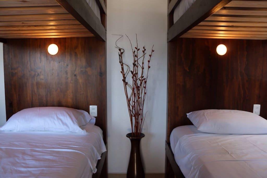 lush hostel 8 bed mixed dorm auberges de jeunesse. Black Bedroom Furniture Sets. Home Design Ideas