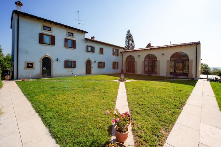 B&B Corte Preare Verona Papaveri - Lavagno - Bed & Breakfast