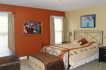 Private, guest suite - Hillsborough